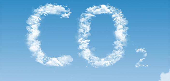 Napis CO2 na niebie